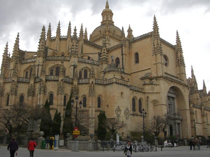 웅장한 세고비아 대성당