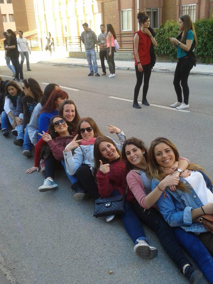 다양한 국적의 학생이 모여 있는 스페인 대학