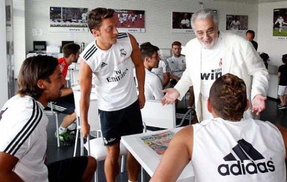 플라시도 도밍고와 레알 마드리드 선수들의 만남